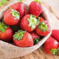 Чем подкормить клубнику весной для хорошего урожая?