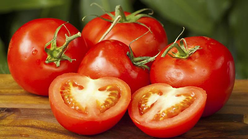 Чем подкормить помидоры во время цветения