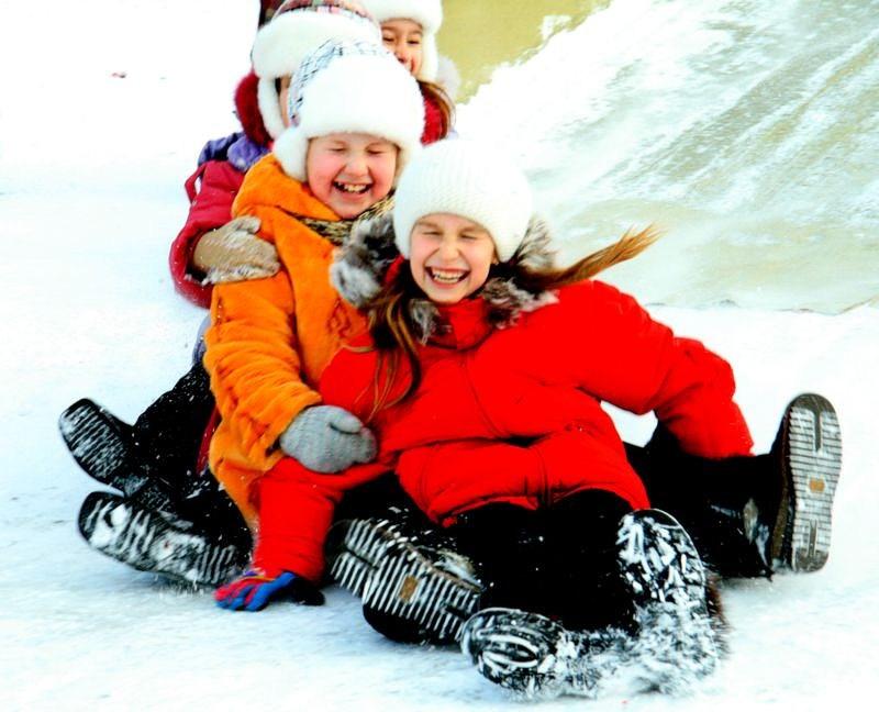 deti-igrayu-v-snegu-2